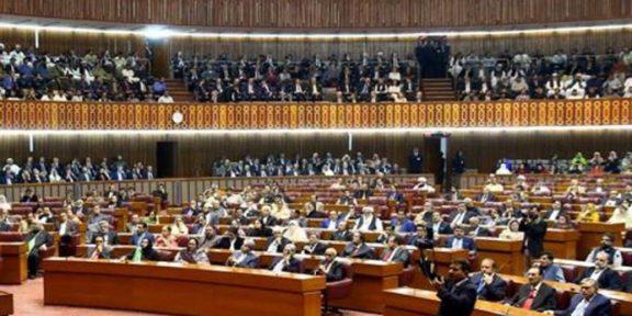 تحریک انصاف کو خواتین کی60 مخصوص نشستوں میں سے 25 ملنے کے قوی امکان