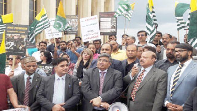 پیرس میں مقبوضہ کشمیر میں بھارتی ظلم و ستم کے خلاف احتجاج