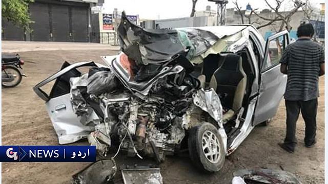 ماڈل ٹاؤن علاقہ میں ٹرالر اور کار میں تصادم، 3 افراد جاں بحق ایک شدید زخمی