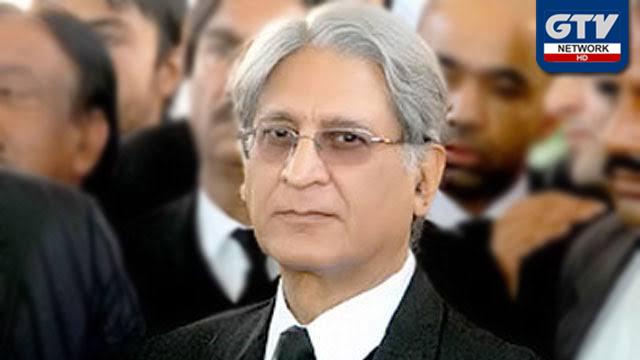 حکومت کو آزادی مارچ کو آگے بڑھنے سے روکنا چاہیے : اعتزاز احسن