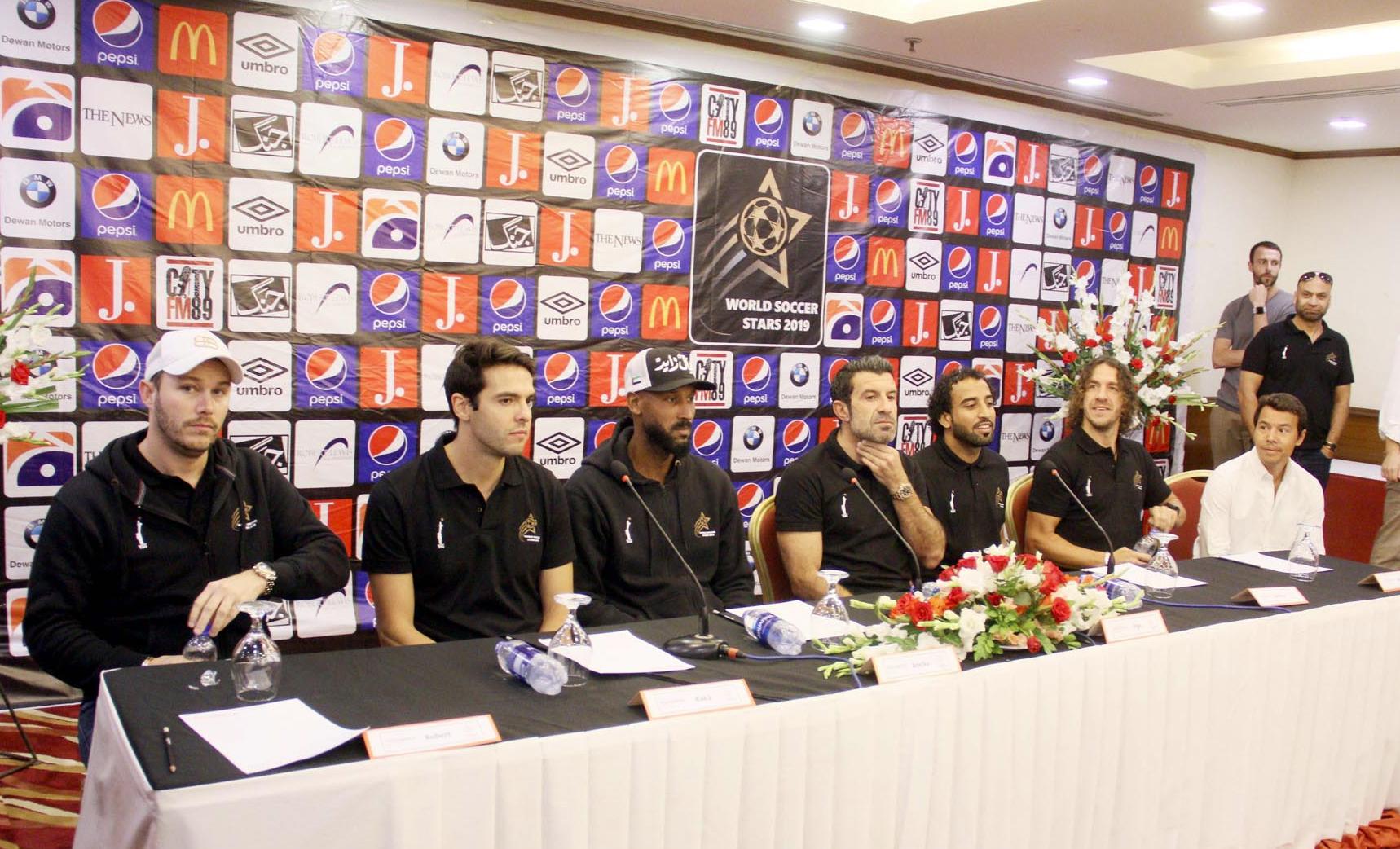 عالمی شہرت یافتہ فٹبالرز کاکا، لوئس، کارلس اور نکولز پاکستان پہنچ گئے