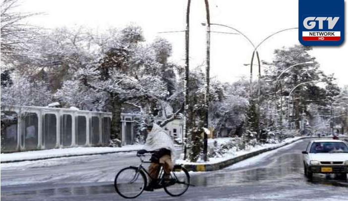 كوئٹہ : سردی کی لہر، سڑكوں پر كھڑا پانی جمنے کے باعث پھسلن سے درجنوں شہری زخمی