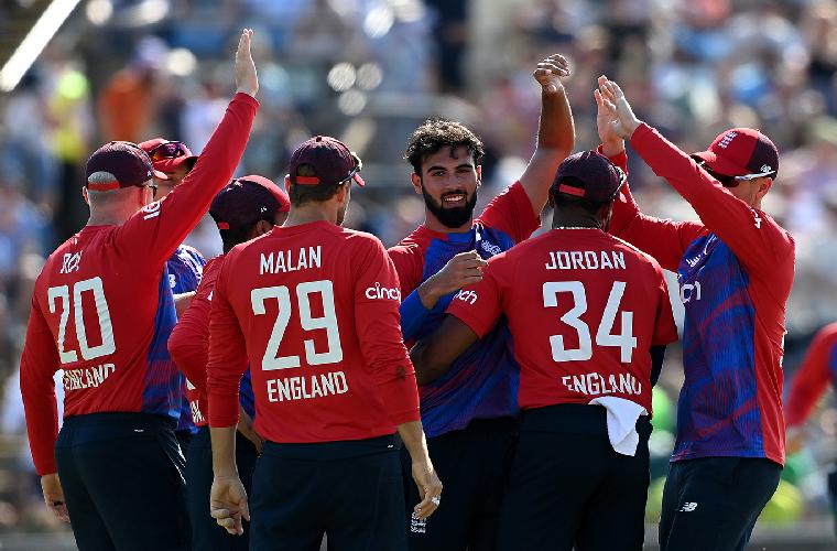 انگلینڈ نے پاکستان کو دوسرے ٹی ٹوئنٹی میں 45 رنز سے شکست دے دی